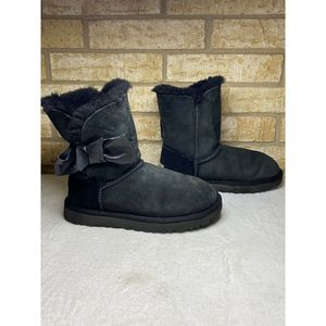 UGG Daelyn Boots Suede Leather Side Black Bow Sz 7